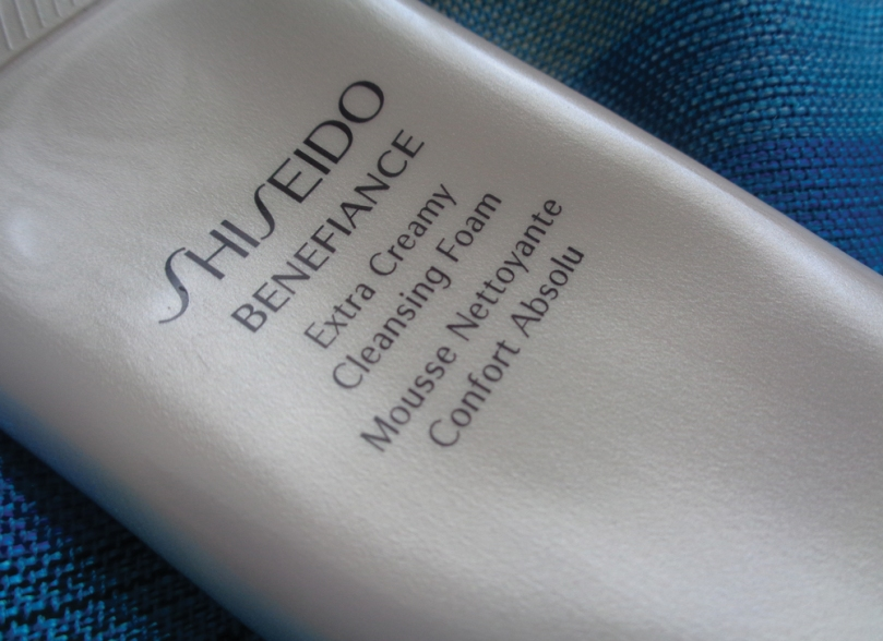shiseido-benefiance-extra-creamy-cleansing-foam-notes-on-cleansing-2017-syarosnotes.jpg